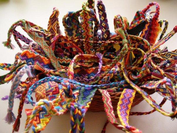 На сайте Дружба-BRACELETS.NET можно получить шаблон для плетения браслетика-фенечки или использовать схему для...